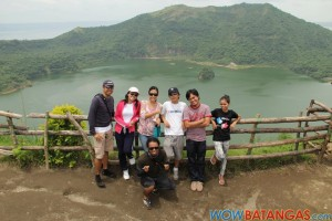 01 WOWB Team - Taal Volcano crater - August 2011