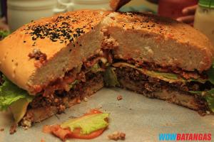 Collosso's Ultimate burger (Patty, Bacon, Cheese, lettuce, Onion, Tomato)